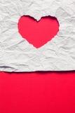 Papier déchiré blanc dans le symbole de forme de coeur Image libre de droits
