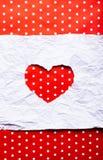 Papier déchiré blanc dans le symbole de forme de coeur Image stock