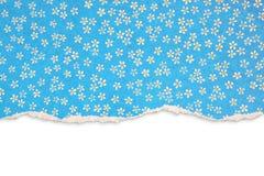 Papier déchiré bleu avec le modèle floral Image libre de droits