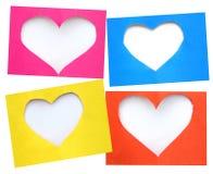Papier déchiré coloré dans le symbole de forme de coeur au-dessus du fond blanc Photos stock