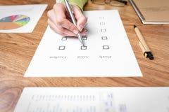 Papier d'examen sur le bureau Image libre de droits