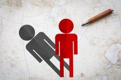 Papier d'homme rouge avec l'ombre et crayon sur le plancher en béton Photo libre de droits