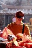 Papier d'idole chinoise de brûlure d'homme Photo libre de droits
