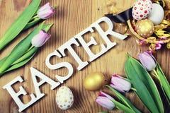 Papier d'oeufs de fleur de fond de Pâques en bois Image libre de droits