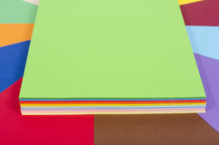 Papier de couleur empilé Images stock