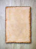 Papier de cru sur la texture en bois Photos libres de droits