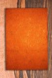 Papier de cru sur le bois Photos libres de droits
