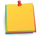 Papier de note avec la broche de poussée Photos stock