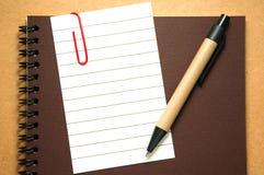Papier de note avec le crayon lecteur Image stock