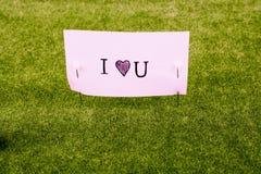 Papier de note avec les mots d'amour là-dessus Photographie stock