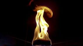 Papier de soie de soie avec la brûlure de bougie dans le ballon Image stock