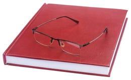 Papier de thèse coloré par rouge foncé avec des lunettes Image stock