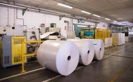 Papier en pulpmolen - Fabriek & x28; Het eindigen Line& x29; stock afbeelding