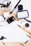 Papier, encre et stylos de calligraphie Détails d'atelier de lettrage Images stock