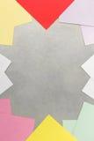 Papier et agrafe de note au fond en métal Photographie stock libre de droits