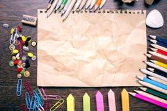 Papier et approvisionnements chiffonnés Image stock