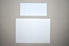 Papier et enveloppe photo stock