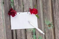 Papier et fleurs Images stock