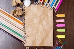Papier et papeterie chiffonnés Image stock