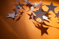Papier gwiazd grupa na colour tle Obraz Stock