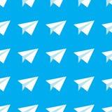 Papier Hebluje Bezszwowego wzór Wielostrzałowy abstrakcjonistyczny tło z papierowymi samolotami Obrazy Stock