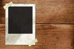 Papier hielt an einem Wall-2 fest Lizenzfreies Stockfoto