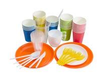 Papier i plastikowy rozporządzalny cutlery na lekkim tle obrazy royalty free