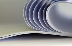 Papier im Buch, dekorativ dargestellt. Lizenzfreies Stockfoto