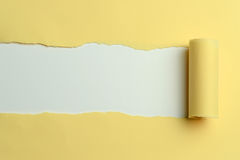 Papier jaune déchiré Photographie stock libre de droits