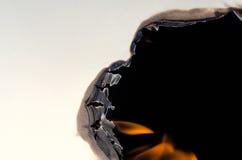 Papier mit brennendem Loch auf Seite Lizenzfreies Stockfoto