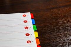 Papier mit farbigen Zahlen Stockbilder