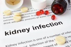 Papier mit Niereninfektion und -pillen stockfoto