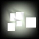 Papier mit Schatten auf einem schwarzen Hintergrund Lizenzfreies Stockfoto