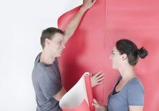 Papier peint accrochant d'homme et de femme Photo libre de droits