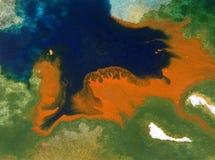 Papier peint brouillé lumineux d'été de tache de débordement de baie de côte de main texturisée de décoration de fond d'abrégé su Photos libres de droits