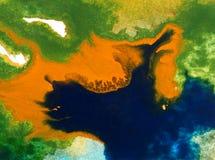 Papier peint brouillé lumineux d'été de tache de débordement de baie de côte de main texturisée de décoration de fond d'abrégé su Photographie stock