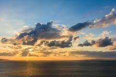 Papier peint idyllique de paradis de coucher du soleil Image libre de droits