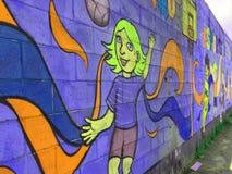 Papier peint sur le mur externe d'une école photographie stock