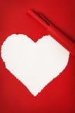 Papier rouge déchiré sous forme de coeur Photographie stock libre de droits
