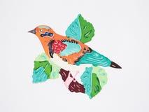 Papier-schneiden Sie von einem orange Vogel auf Zweig Stockbild