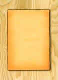 Papier sur le fond en bois Images libres de droits