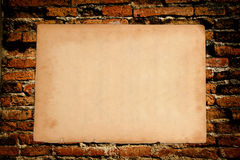 Papier sur un wal Photos stock