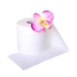 Papier toaletowy z pięknym storczykowym kwiatem odizolowywającym obraz royalty free