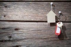 Papier und Schlüssel lizenzfreie stockfotografie