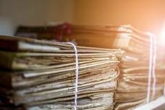 Papierarchive in den alten Dokumenten des Ordners oder im alten Buchstaben Lizenzfreies Stockbild