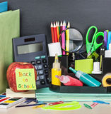 Papieraufkleber mit Text zurück zu Schule Lizenzfreies Stockbild