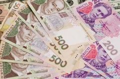 Papierbargeld berechnet 500 und 200 ukrainischer hryvnia Nahaufnahme Lizenzfreie Stockfotografie