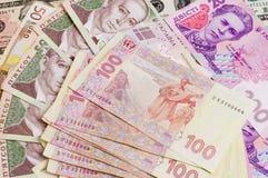 Papierbargeld berechnet 500 und 200 ukrainischer hryvnia Nahaufnahme Stockbild