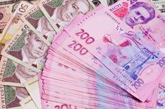 Papierbargeld berechnet 500 und 200 ukrainischer hryvnia Nahaufnahme Stockfotografie