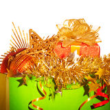 Papierbeutel mit Weihnachtsmaterial Stockbilder
